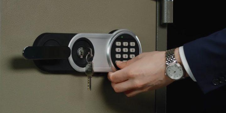 Как открыть сейф?